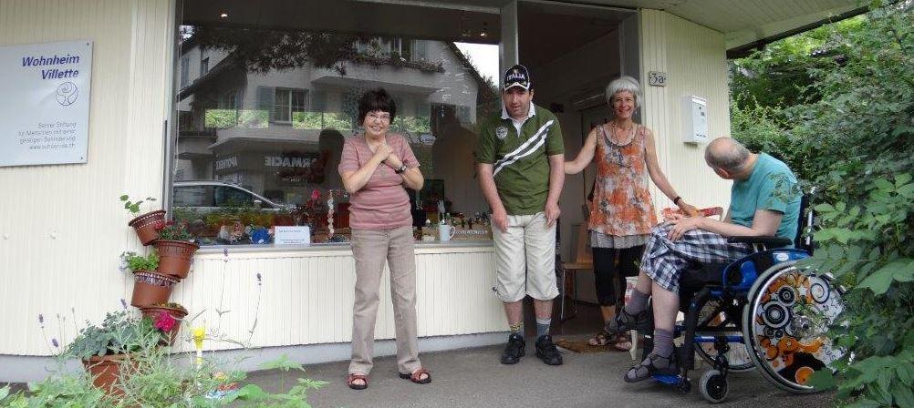 Bettina Kindiger mit Bewohnern vom Wohnheim Villette