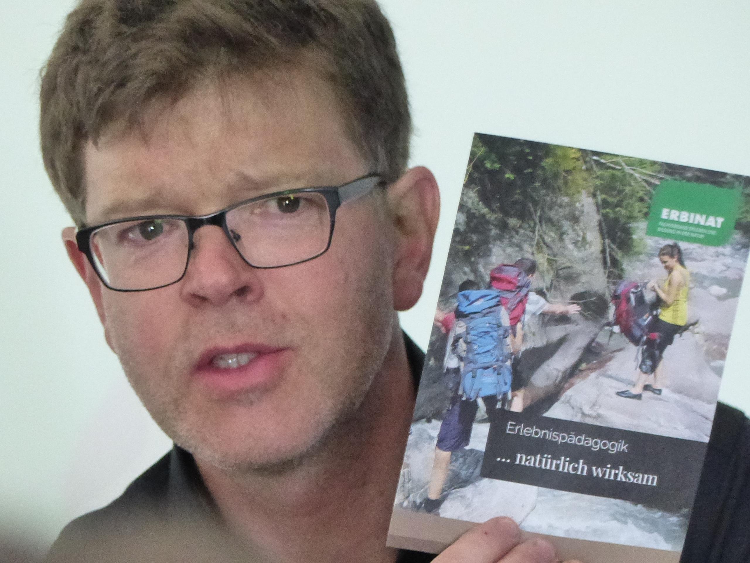 Tobias Kamer von ERBINAT stellte die Broschüre