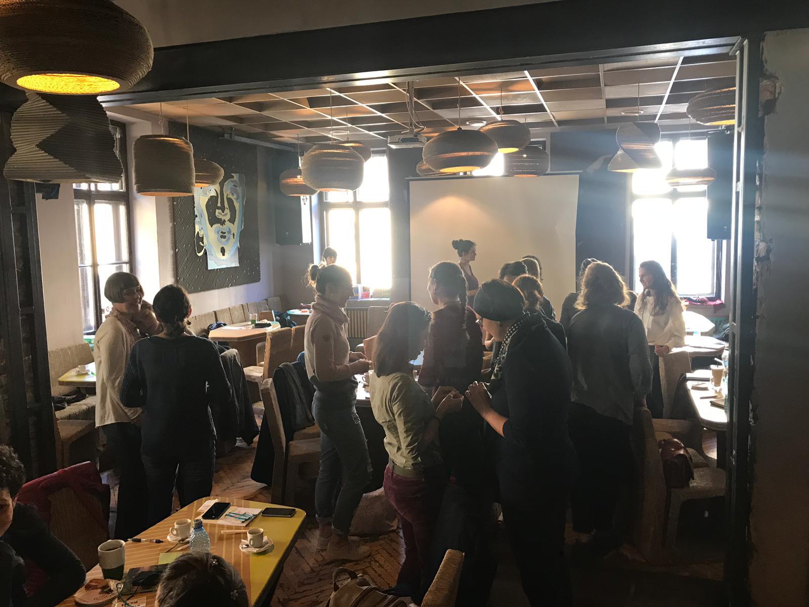 In dem Atelier Cafe in Cluj-Napoco, in dem sich sonst viele Studenten treffen, fand die Veranstaltung statt