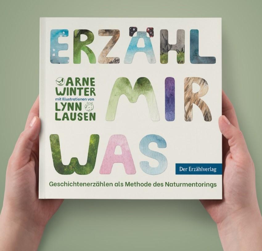 """Buchcover von der Neuerscheinung """"Erzähl mir was"""" erschienen am 14. Dezember 2020"""