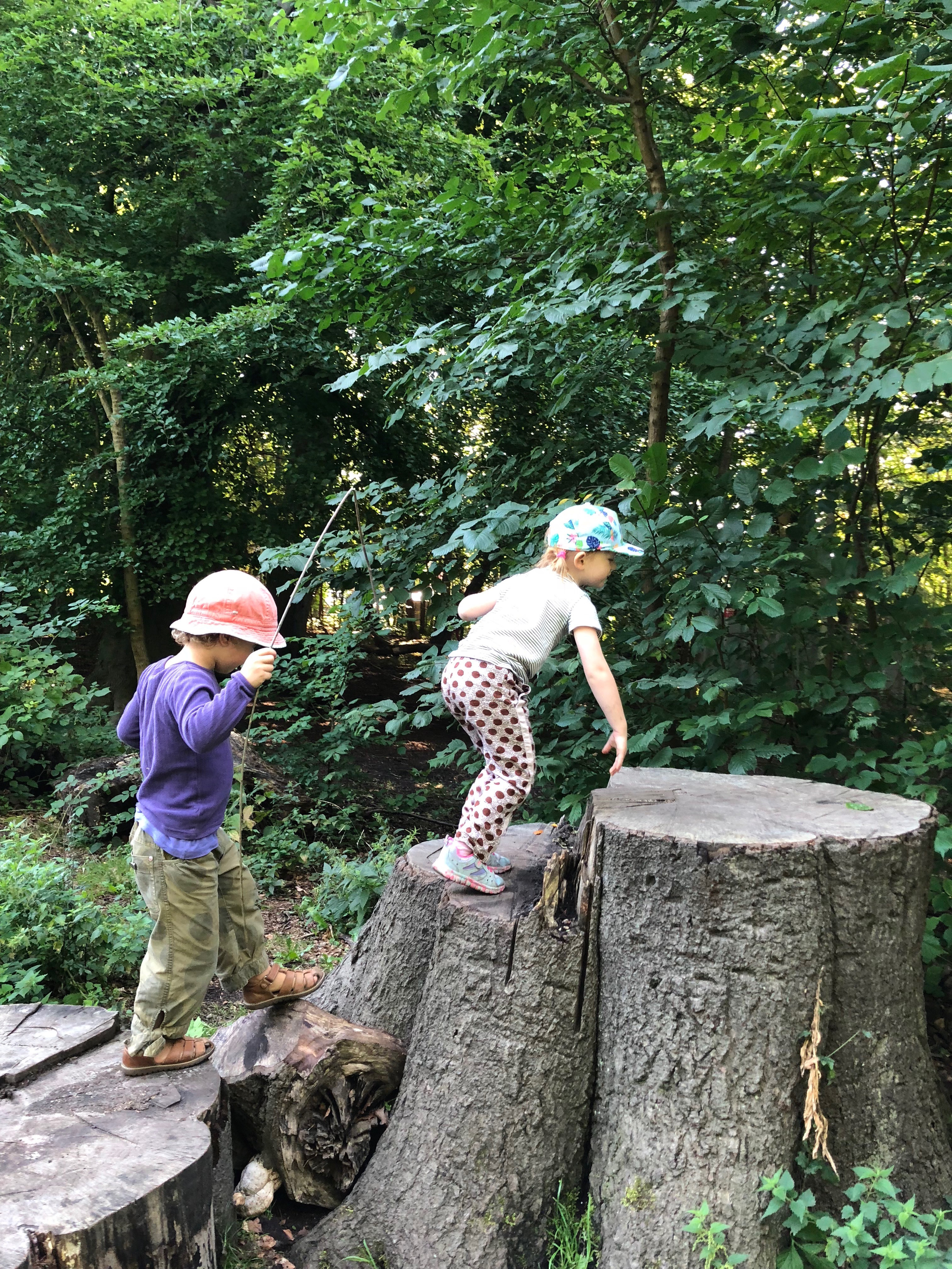 Children discover nature in the open air Game - Photo by Rikke Rosengren