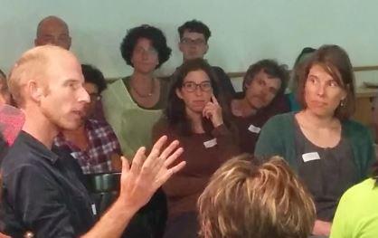 "Dani Mülli, Rucksackschule in der Fishbowl                     Dani Mülli, Rucksackschule dans le ""Fishbowl"""
