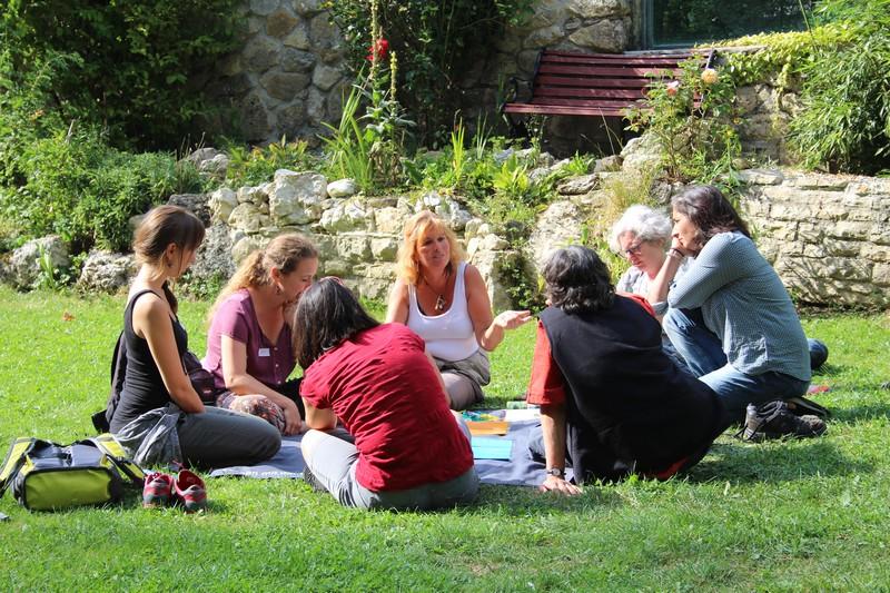 In Workshops tauschen sich die Tagungsteilnehmenden zu aktuellen Themen in der Naturbezogenen Umweltbildung aus. Die Themen entstanden an der Erfa-Tagung 2015 und wurden dieses Jahr weiter bearbeitet.                     Pendant les workshops les participants de la journée s'échangent sur des sujets actuels, qui sont liés avec l'éducation à l'énvironnement par la nature.
