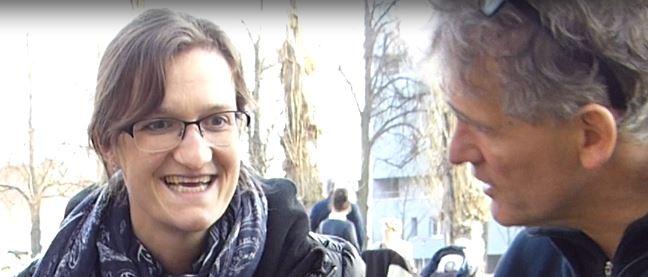 Andrea Fröhlich von ERBINAT in fachlichen Diskussion zum dynamischen Papier mit Christoph Lang