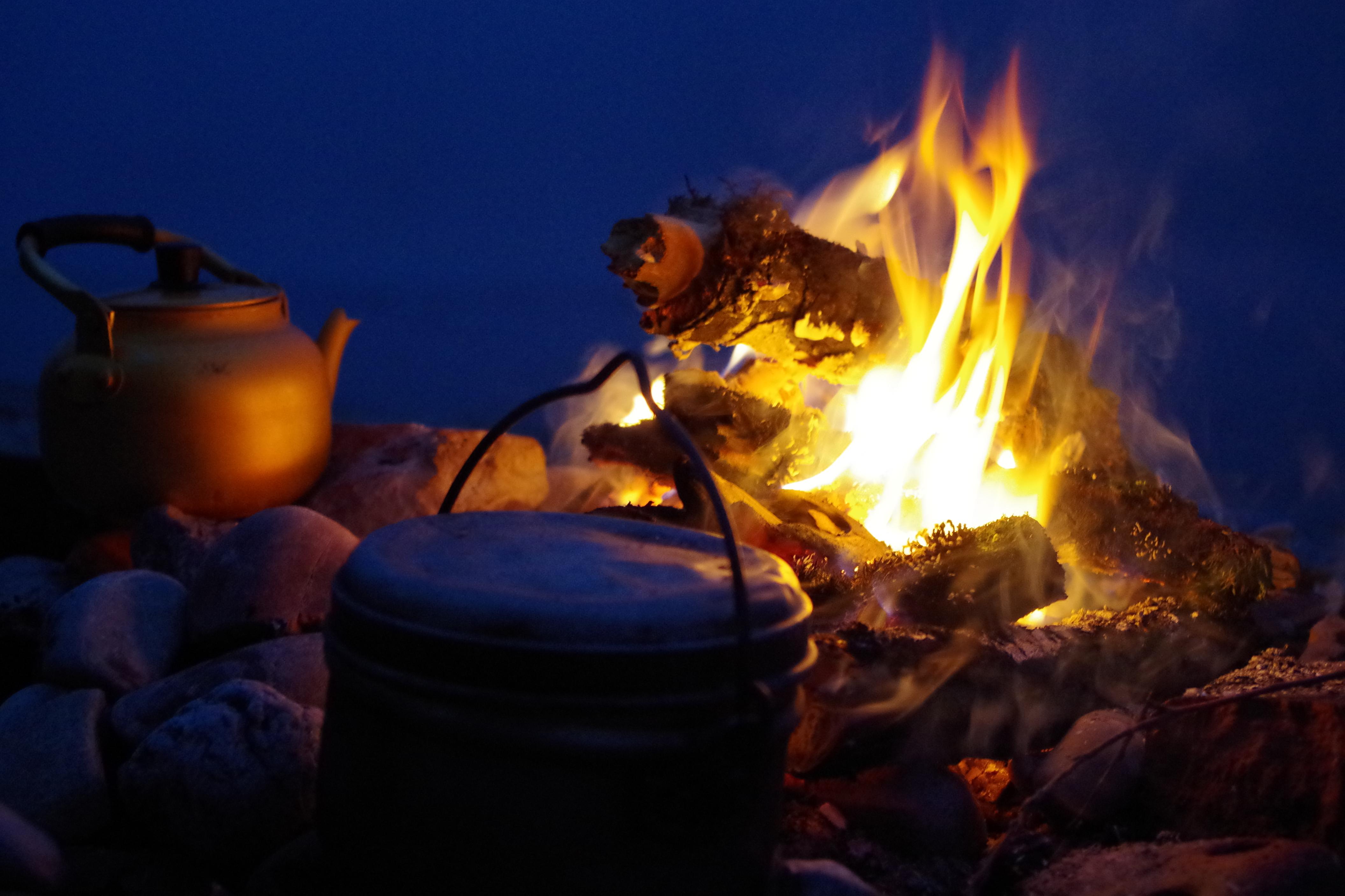 Wer Feuer macht muss sich seiner Verantwortung bewusst sein. Zahlreiche Tipps rund ums Feuer machen sind ausführlich in dem Buch beschrieben