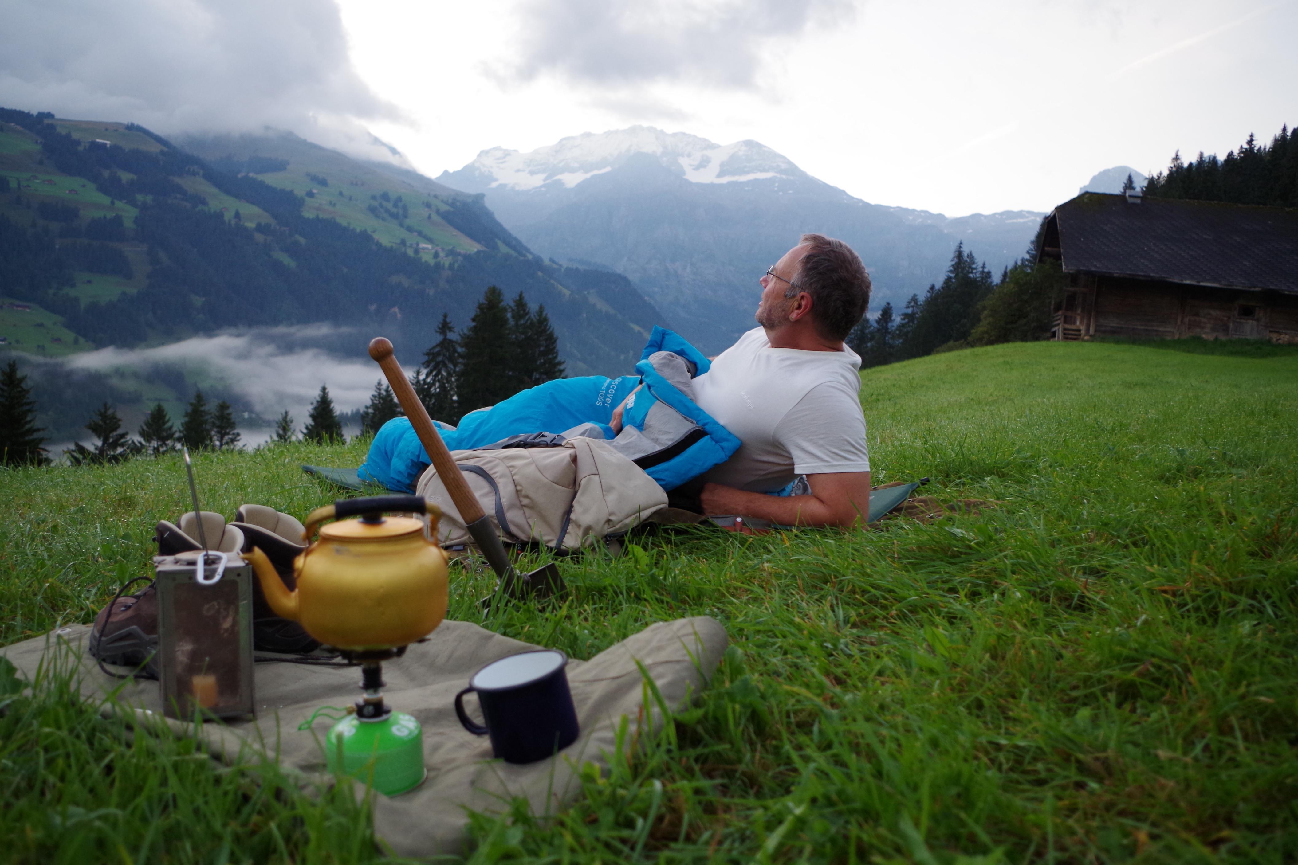 Das mit Abstand wichtigste Hilfsmittel für eine unvergessliche Nacht unter freiem Himmel ist neben einem guten Schlafsack, ein gesunder Menschenstand, knackige Neugier und Mut, sagt Markus Kellenberger