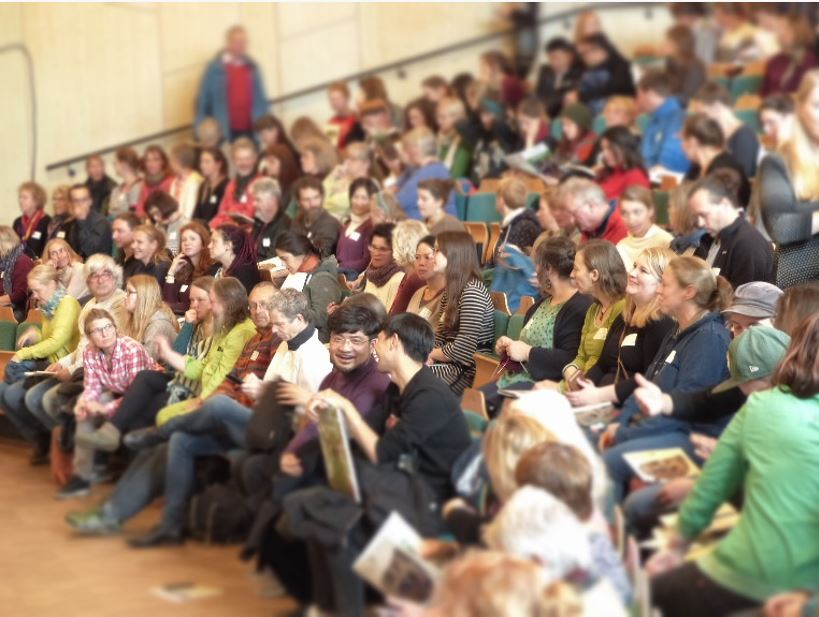 The 370 participants gathered in the auditorium of the Rudolf Steiner School Kreuzberg at the congress in Berlin.