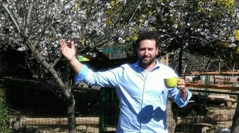 """Matias Knust, sociologist, was born in Germany and has lived in Chile since his youth. He spoke to the Infothek Waldkinder via skype in an interview. Here he can be seen on the photo in the petting zoo of his parents """"Granjaventura"""