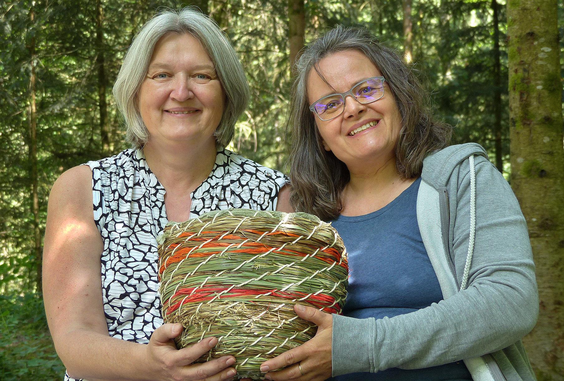 Das Graskorb Projekt wird von Maria Bader und Nadja Hillgruber unter dem Dach vom Feuervogel geleitet.